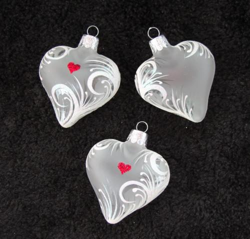 Bílé srdíčko s ornamentem